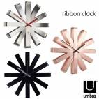 """Часовник за стена """"RIBBON"""" - цвят мед - UMBRA"""