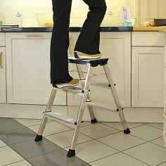 Алуминиева стълба - 2х3 стъпала, с колелца